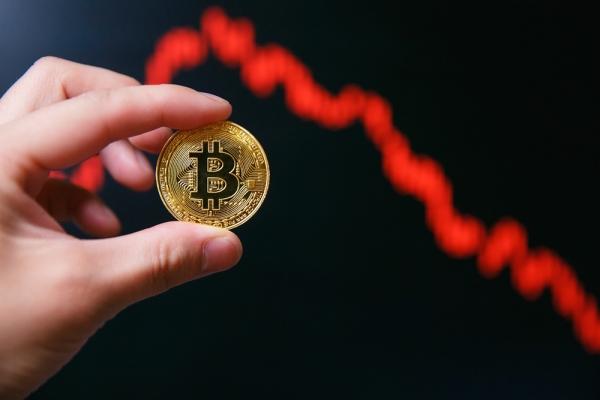 Аналитик назвал новое «дно» по биткоину