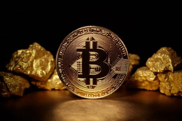 Каково главное преимущество биткоина над золотом и серебром?